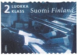 Hands of Sibelius playing the piano (image)
