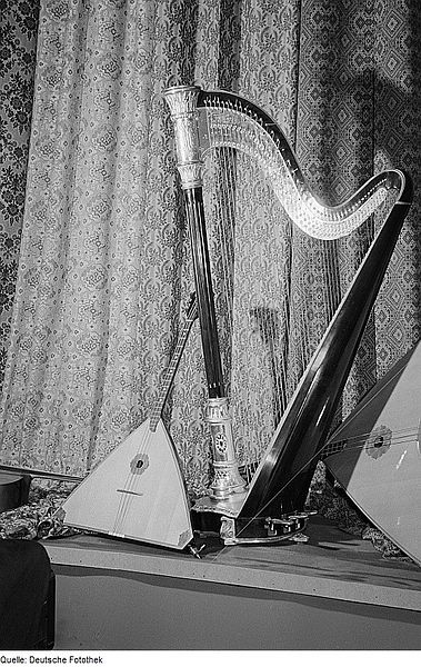 Two balalaikas and a harp (image)