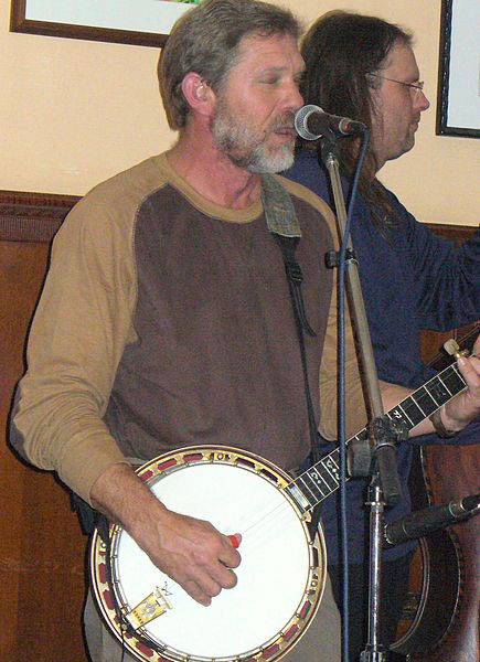 Will Lee playing banjo (image)