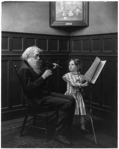 Bearded violinist with child (image)