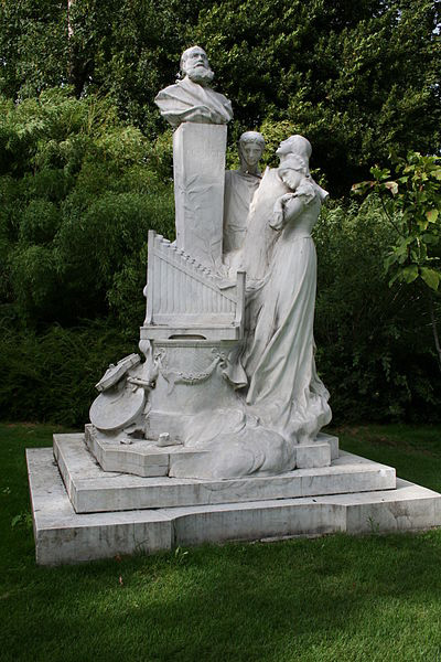 Sculpture of Charles Gounod in Parc Monceau, Paris (image)