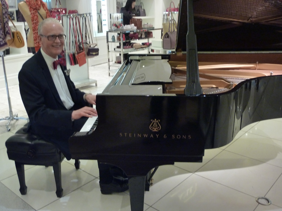 Michael at the keys of the Steinway grand piano (image)