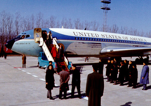 Nixons disembark from Air Force One, China, 1972 (image)